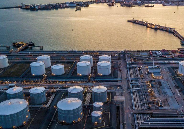 Хранилища нефти в мире скоро будет переполнено: избыток сырья на рынке