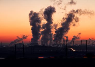 С целью снизить углеродные выбросы, ЕС сокращает потребление нефти и газа